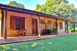 varandas-de-frente-para-gramado-das-suites-hotel-fazenda-jacaúna-Brotas