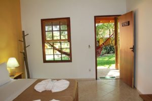 vista-interna-da-suíte-do-hotel-fazenda-jacaúna