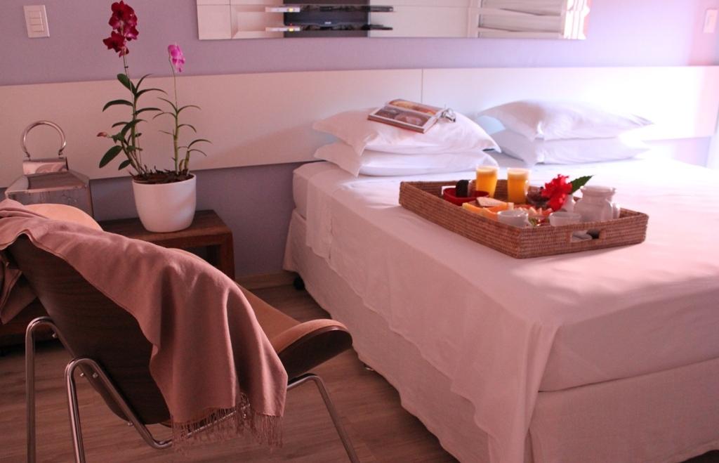 cama-de-casal-e-café-da-manhã-hotel-frangipani-em-brotas